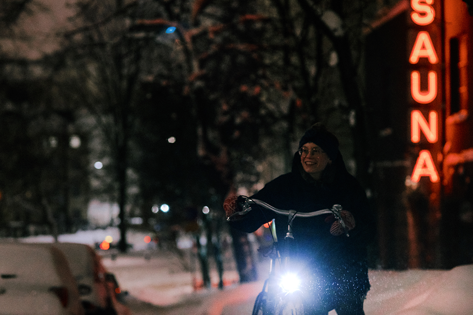 New Pelago Brooklyn comes with Dynamo lights - red rear light and white front light.